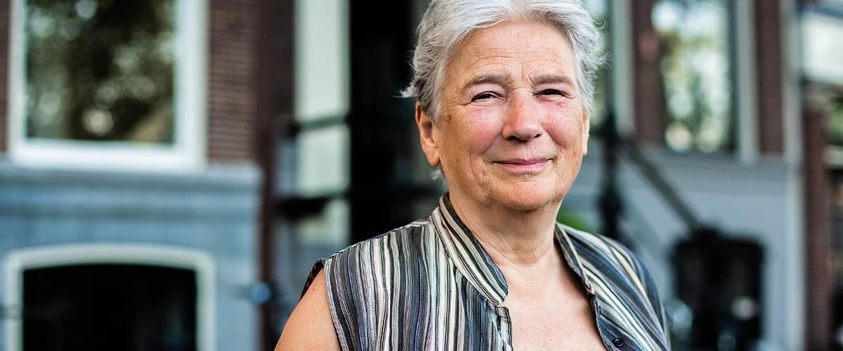 Portret Maaike Meijer buiten. Foto Claire Bontje